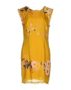 Короткое платье KRISTINA TI. Цвет: охра