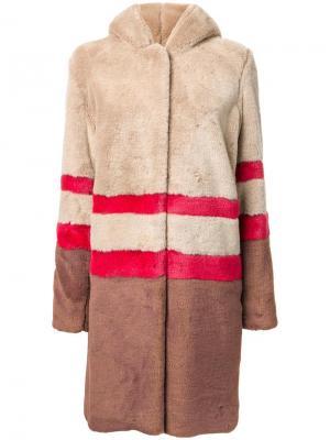 Пальто из искусственного меха Murral. Цвет: коричневый