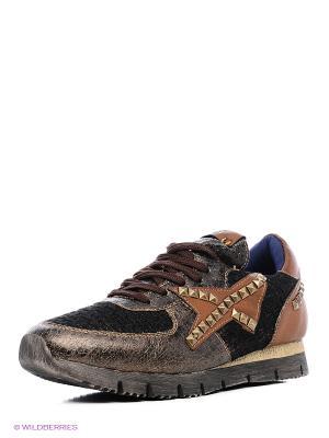 Кроссовки XTI. Цвет: коричневый