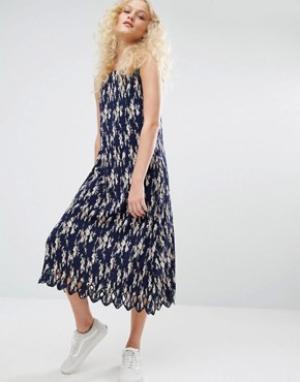 I Love Friday Плиссированное платье на бретельках с цветочным принтом. Цвет: темно-синий