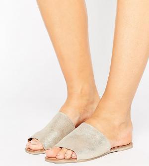 New Look Wide Fit Замшевые сабо на плоской подошве для широкой стопы. Цвет: золотой