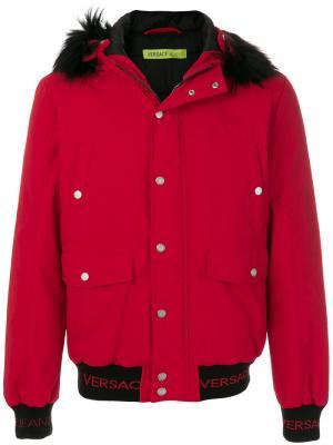 Укороченное пальто с капюшоном Versace Jeans. Цвет: красный