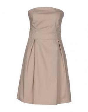 Короткое платье ALFONSO RAY. Цвет: бежевый