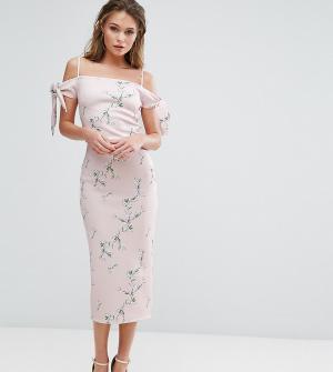 True Violet Платье миди с открытыми плечами и цветочным принтом. Цвет: мульти
