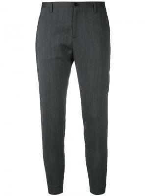 Укороченные классические брюки Hope. Цвет: серый