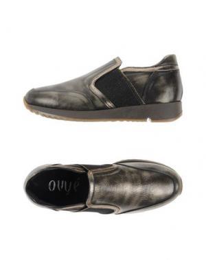 Низкие кеды и кроссовки OVYE' BY CRISTINA LUCCHI. Цвет: бронзовый