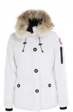 Утепленная куртка с капюшоном и меховой отделкой Canada Goose. Цвет: белый
