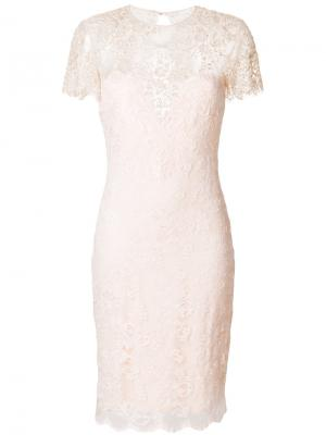 Приталенное платье с кружевной вышивкой Olvi´S. Цвет: розовый и фиолетовый