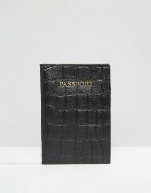 ASOS Кожаная обложка для паспорта с отделкой под кожу крокодила. Цвет: черный