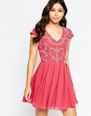 Maya Короткое приталенное платье с отделкой. Цвет: розовый