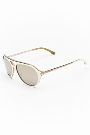 Очки солнцезащитные Lacoste. Цвет: бежевый