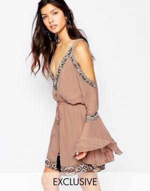 White Sand Шелковое платье мини с отделкой, открытыми плечами и вырезом спереди W. Цвет: mink
