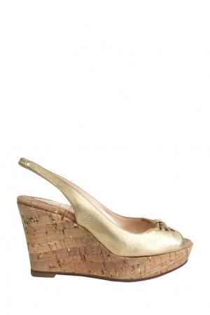 Туфли Christian Louboutin. Цвет: золотой