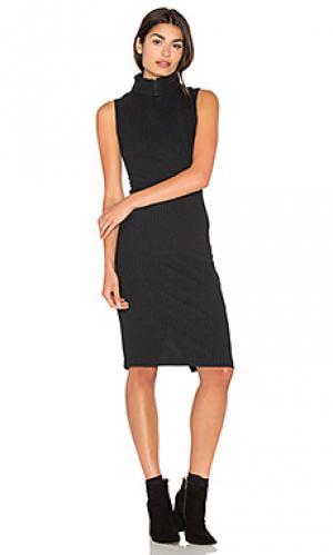 Плюшевое платье в рубчик Bella Luxx. Цвет: черный