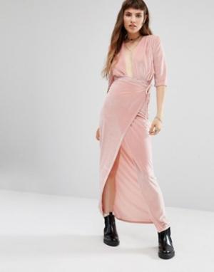 Rokoko Платье макси с запахом спереди. Цвет: розовый