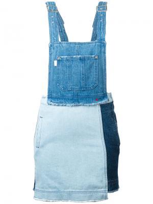 Джинсовое платье Sjyp. Цвет: синий