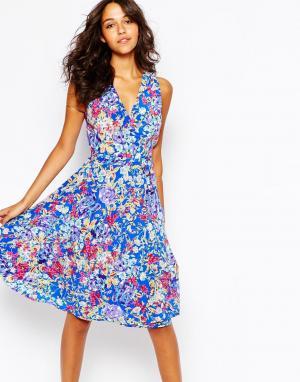 Yumi Kim Шелковое платье миди с цветочным принтом. Цвет: синий цветочный прин