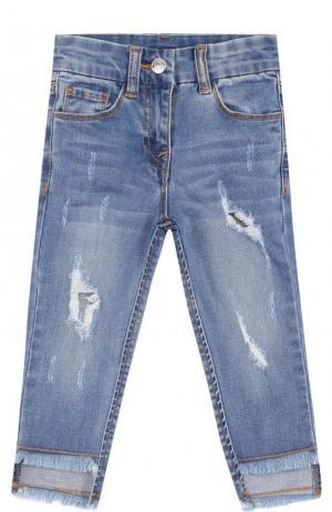 Зауженные джинсы с декоративными потертостями Monnalisa. Цвет: голубой
