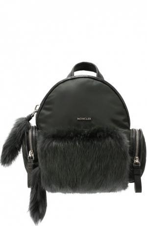 Рюкзак с отделкой из меха Moncler. Цвет: темно-зеленый