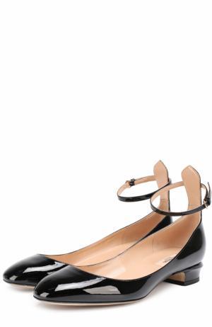 Лаковые туфли Tan-Go на низком каблуке Valentino. Цвет: черный