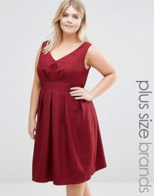 Koko Фактурное короткое приталенное платье с V‑образным вырезом Plus. Цвет: красный