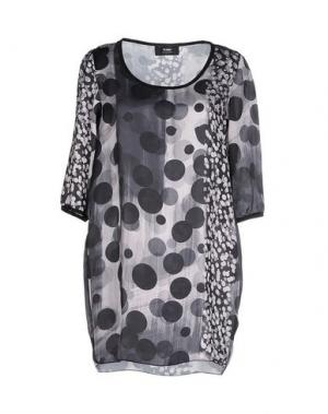Короткое платье TO-MAY. Цвет: серый