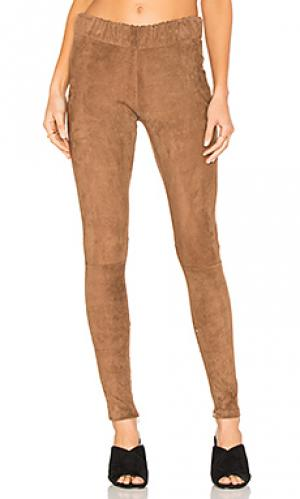 Эластичные брюки с покрытием MLML. Цвет: шоколадный