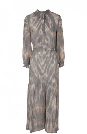 Приталенное шелковое платье с круглым вырезом и принтом Raquel Allegra. Цвет: светло-серый