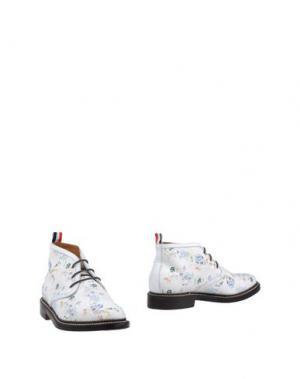Полусапоги и высокие ботинки THOM BROWNE. Цвет: белый