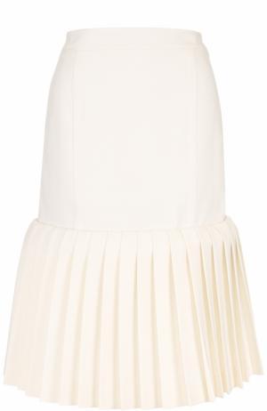 Шерстяная юбка-миди с плиссированной оборкой Jacquemus. Цвет: кремовый