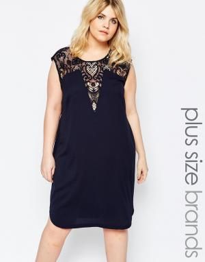 Carmakoma Платье-футляр с кружевной вставкой Premium. Цвет: темно-синий
