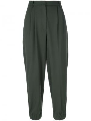 Укороченные брюки со складками Antonio Marras. Цвет: зелёный