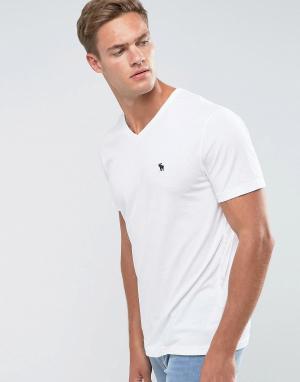 Abercrombie & Fitch Белая футболка с V-образным вырезом и логотипом. Цвет: белый
