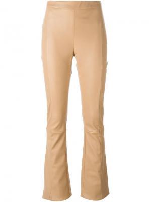 Расклешенные кожаные брюки Drome. Цвет: телесный