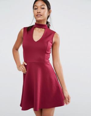 Lipsy Короткое приталенное платье с горловиной в стиле чокер. Цвет: красный