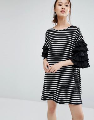 Zacro Платье-футболка в полоску. Цвет: черный