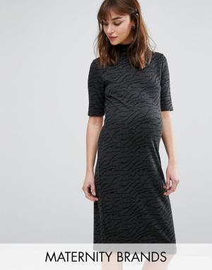 Mama.licious Фактурное платье для беременных с высокой горловиной и короткими рукав. Цвет: серый