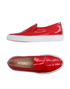 Низкие кеды и кроссовки RODO. Цвет: красный