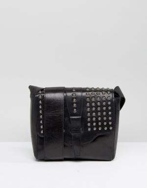 Urbancode Черная кожаная фестивальная сумка через плечо с заклепками на клапане. Цвет: черный