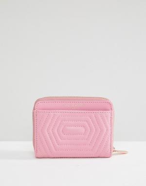 Ted Baker Кожаный стеганый кошелек на молнии с бантиком. Цвет: розовый