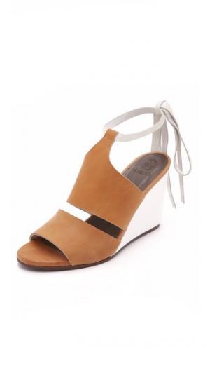 Сандалии на танкетке Jewel Coclico Shoes. Цвет: сахара