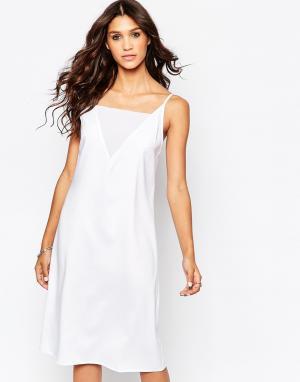 AKA Асимметричное платье миди на бретельках. Цвет: белый
