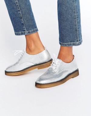 Miista Туфли на плоской подошве и шнуровке Eloise. Цвет: серебряный