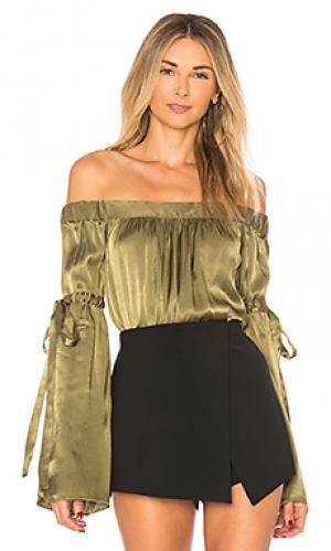 Блуза с открытыми плечами delia LAcademie L'Academie. Цвет: оливковый
