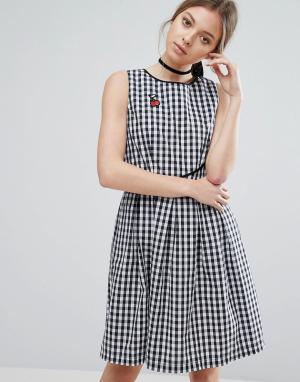 Trollied Dolly Клетчатое короткое приталенное платье с нашивкой в виде вишни. Цвет: черный