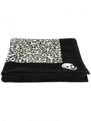 Пляжное полотенце с леопардовым узором Alexander McQueen. Цвет: чёрный
