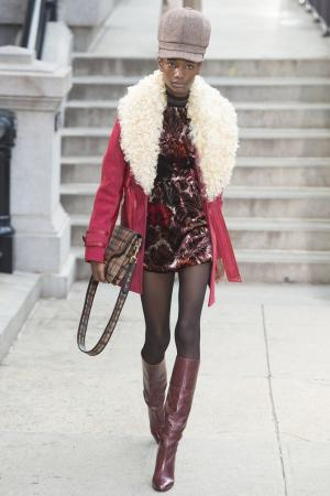 Куртка с меховым воротником Marc Jacobs. Цвет: красный, белый