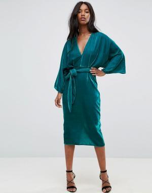 ASOS Платье-кимоно миди из бархата с глубоким вырезом и поясом. Цвет: зеленый