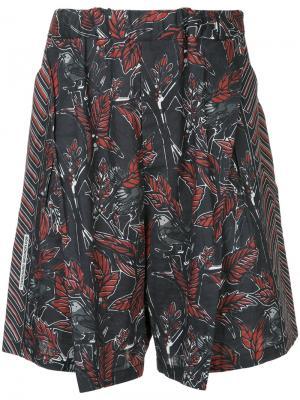 Leaf print shorts Yoshiokubo. Цвет: чёрный