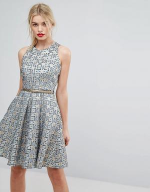 Closet London Жаккардовое короткое приталенное платье с поясом Premium. Цвет: золотой